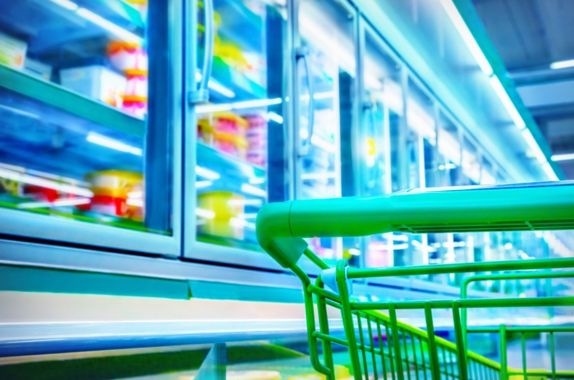 shopping cart in a supermarket picture id509177992